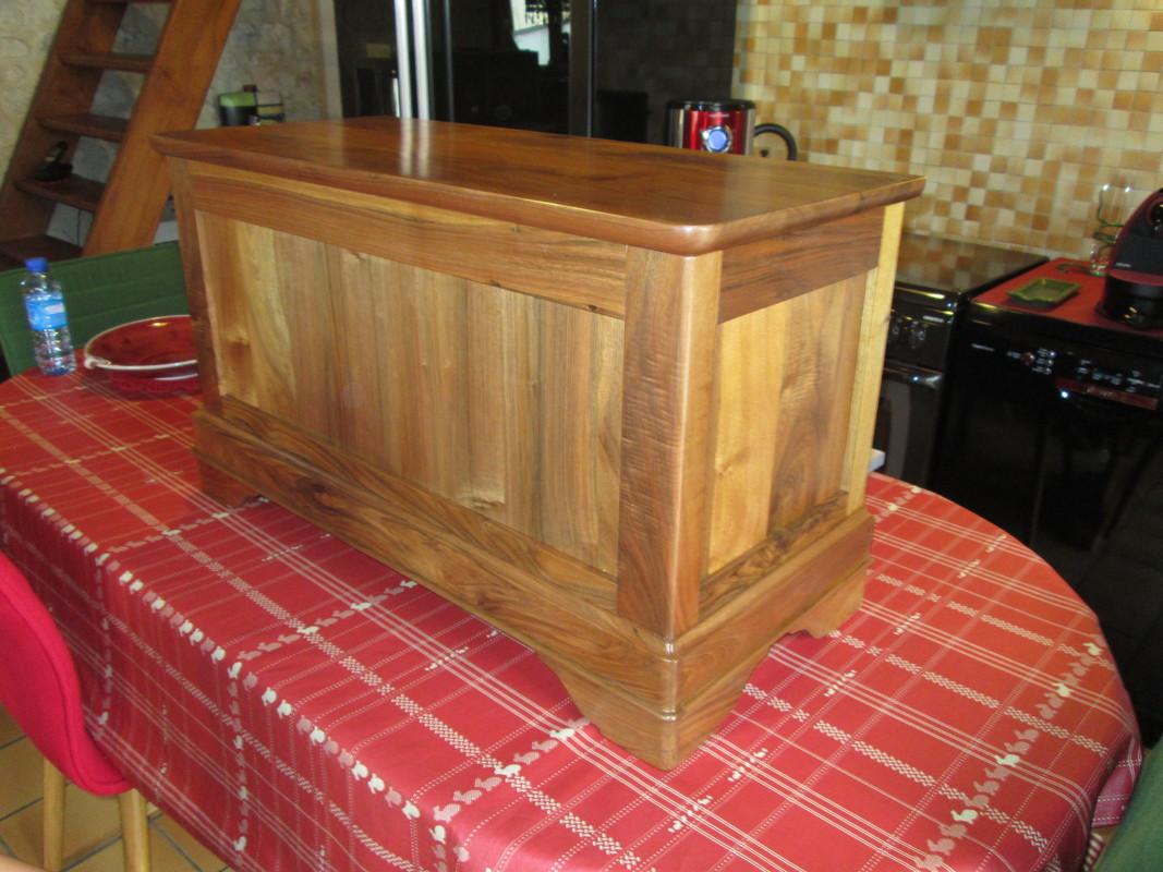 Coffre en bois massif, fabriqué par votre ébéniste près de Barbezieux