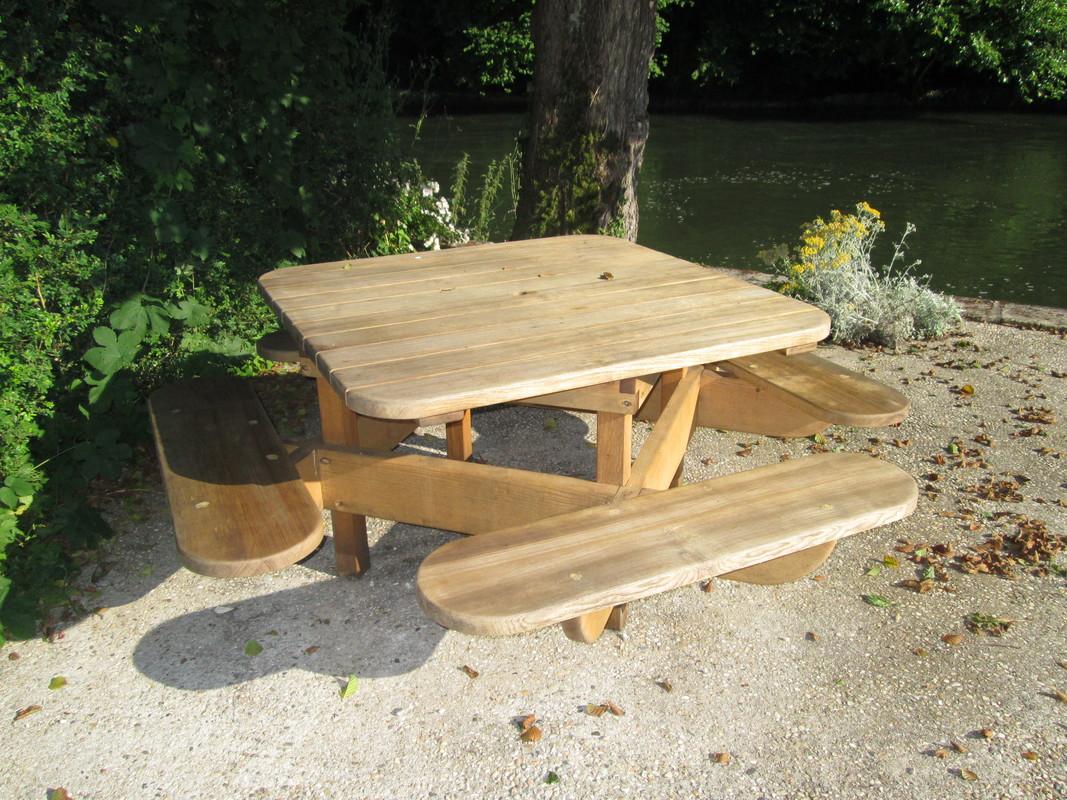 Fabrication de table de jardin en bois, Barbezieux